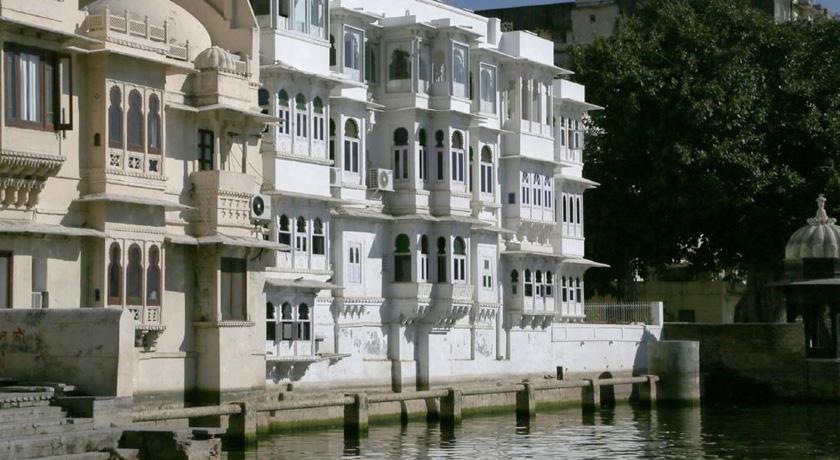 Udaipur Hotels 3 Star Jagat Niwas Palace - B...